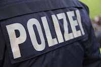 Allemagne – Mardi soir, il y a eu une bagarre entre deux groupes vers 20 heures à Duisbourg. La raison : une jupe prétendument trop courte d'une femme de 50 ans.