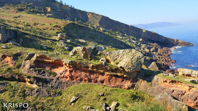 Vista general del valle de colores de Labetxu en el monte jaizkibel