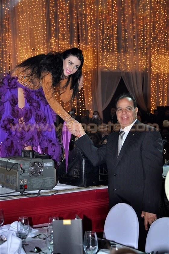 صافيناز تشعل حفل راس السنه 2015 ببدلة رقص توضح معظم تفاصيل