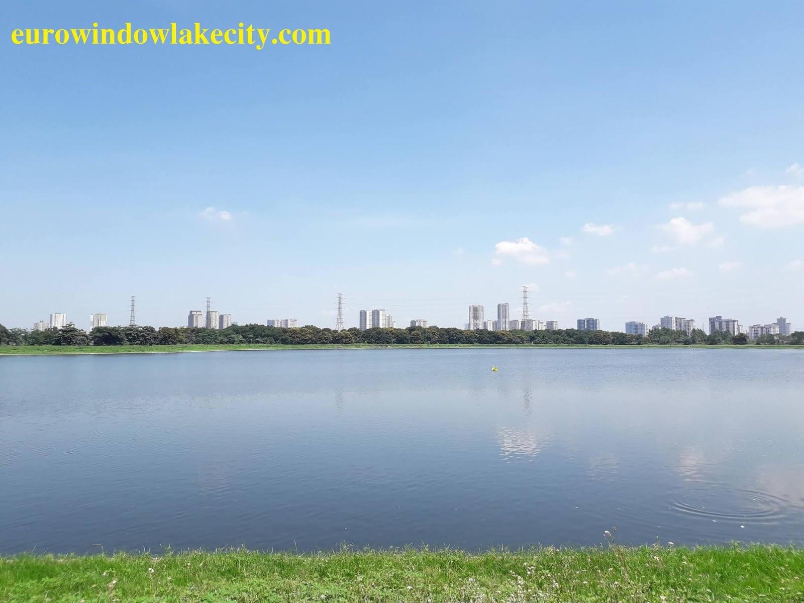 Cảnh sắc tuyệt đẹp, trong xanh của hồ điều hòa!