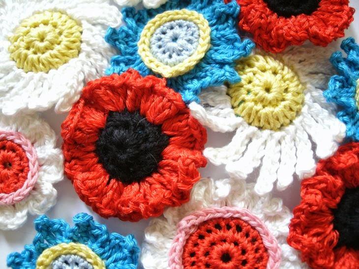 Kochloeffel Und Nadelkissen Blüten Blütenknöpfe Blütenbrosche