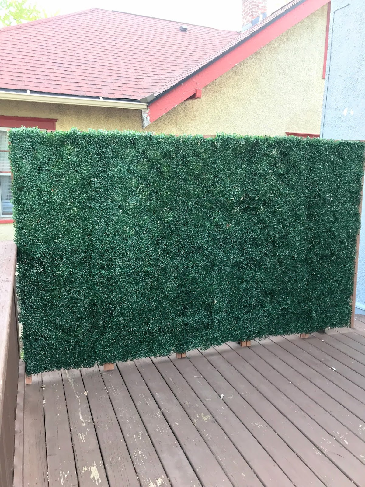 how-to-build-a-faux-boxwood-wall