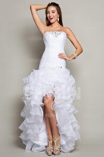 robe de bal blanche courte avant longue derrière
