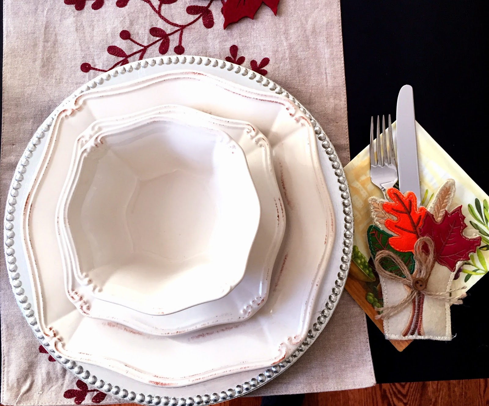 thanksgiving table setting decor ideas leaves fall