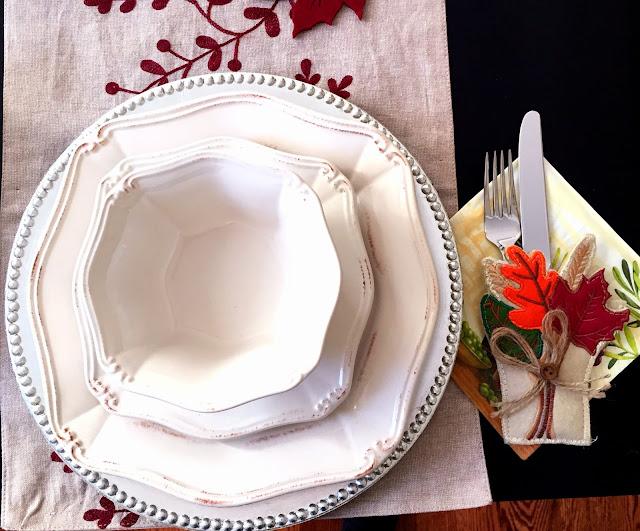 thanksgiving table setting decor ideas leaves fall