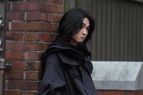 Shuntarō Yanagi sebagai Renji Yomo