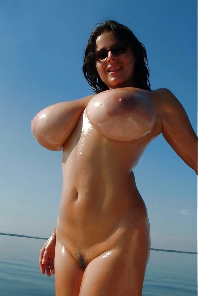 Big Boobs, brunette, cielo, tette, occhiali da sole,