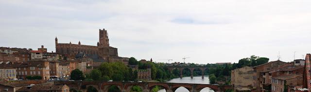 Vista panoramica sulla città vecchia e sulla cattedrale dal Ponte