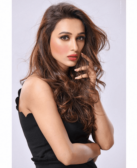 Mimi Chakraborty Biography, Wiki, Age, Height, Weight, Boyfriend, Family, Education, Husband or Affairs, Social Media, Instagram