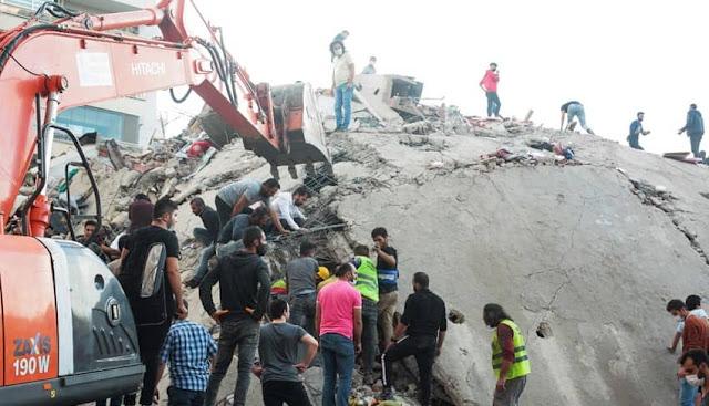 Edificios destruidos por terremoto en Izmir