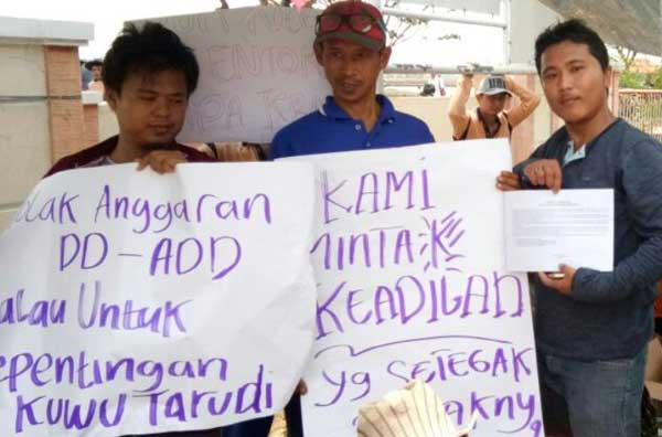 warga demo kantor kuwu tambak indramayu