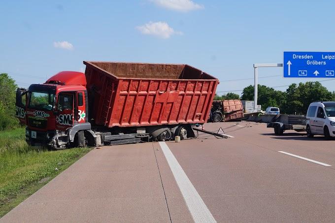 Trümmerfeld auf A14: Lastwagen kracht in Leitplanke