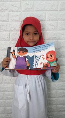 membaca buku anak