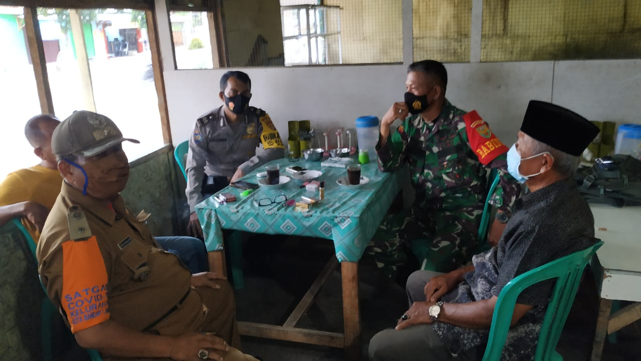 Babinsa Koramil 410-06/Kedaton Peltu Mansyah melaksanakan kegiatan Komunikasi sosial (Komsos)
