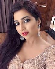 Beautiful Indian Singer Shreya Ghoshal Hot Insta Pics