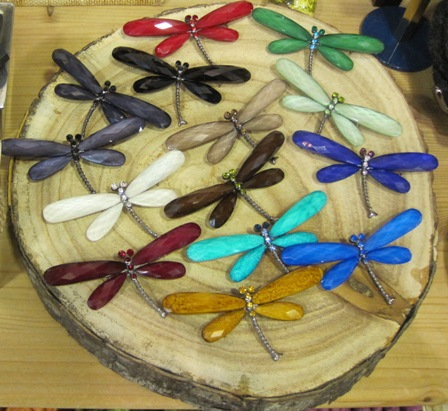 Broches libélula de cuentas facetadas en distintos colores