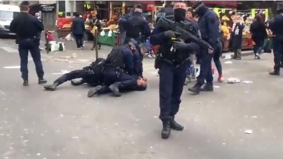 Απίστευτες Εικόνες Στη Γαλλία – Αστυνομικοί Πλακώνουν Στο Ξύλο Άτομα Που Δεν Μένουν Σπίτι Τους (VID)