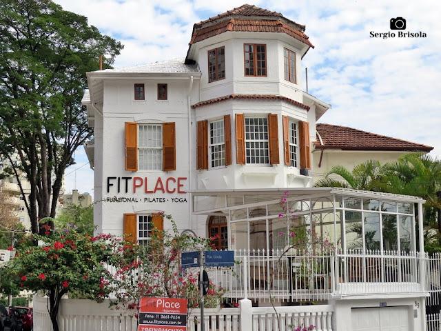 Vista ampla de um Antigo Casarão na Rua Bahia 840 - Higienópolis - São Paulo