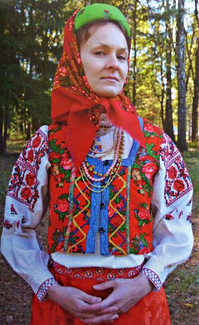 folk costume of Belarus married woman