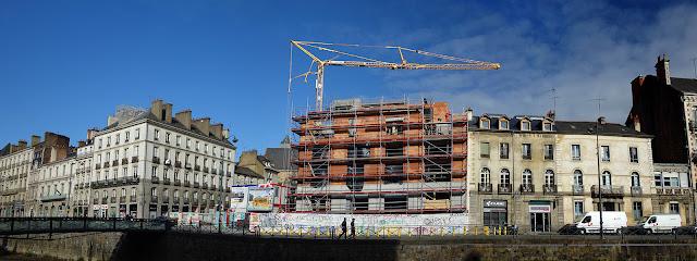 Panoramique de la Place Saint-Germain depuis le Quai Emile Zola...  L'avancée de la construction du nouvel immeuble « Le Persan »... Photo du 20 Février 2020