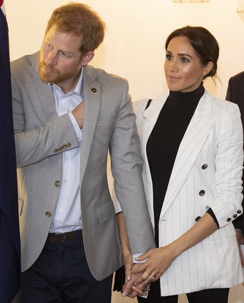 Meghan Markle wore L'agence Brea pinstriped linen and cotton-blend blazer, Wolford Colorado bodysuit, Outland jeans, carried Oroton Avalon bag.
