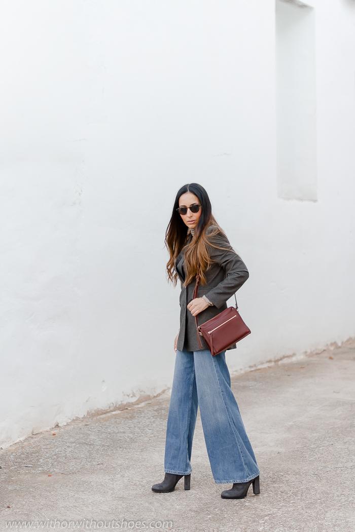 Look con Chaqueta blazer de cuadros con cuello esmoquin y jeans wide leg