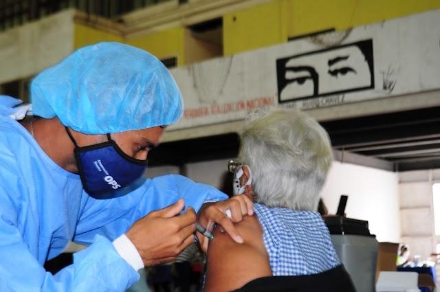 Vacunación masiva sigue a toda marcha en municipio Infante