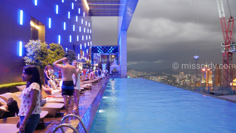 hotel dengan infinity pool di kuala lumpur