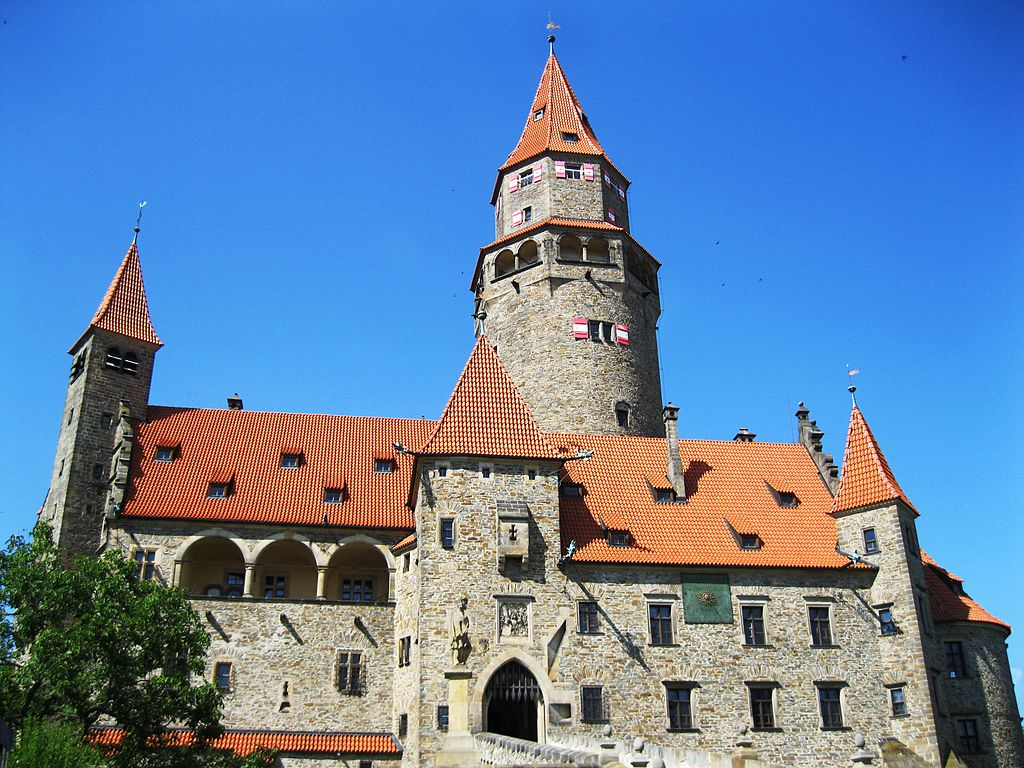 Česká národní banka vydala zlatou minci s námětem moravského hradu Bouzov  ve špičkovém provedení (v nominální hodnotě 5 000 Kč)  částka č. 43 2017 31cbe52ea9