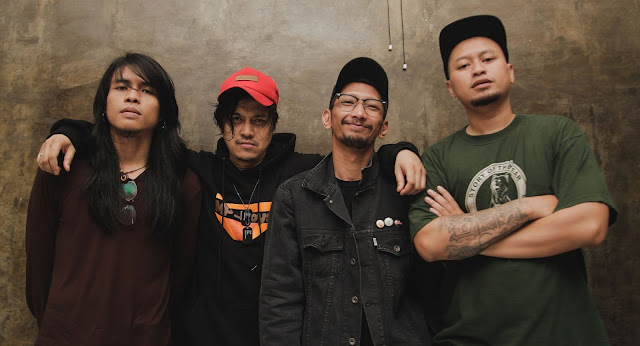 Biodata dan Profil Band Alone At Last