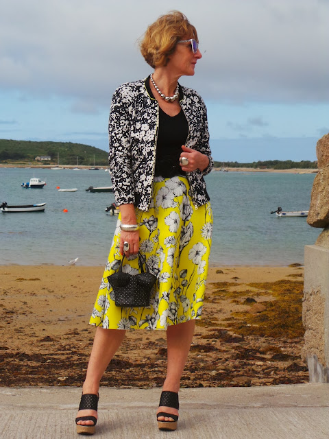 Anna of Anna's Island Style fashion blog wears two harmonizing prints.