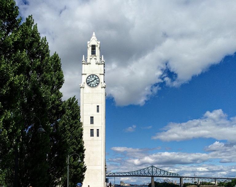 que-visitar-montreal-torre-reloj