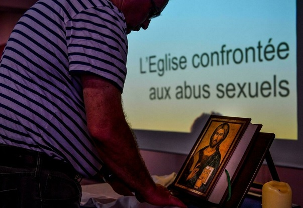 Mais de 3000 pedófilos na Igreja Católica em França