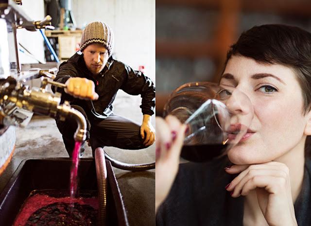 Winzer und Weingenießerin.