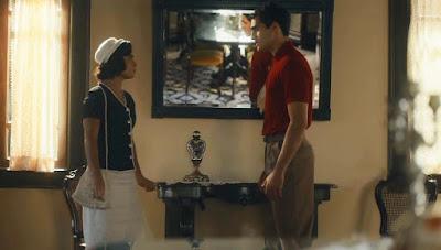 Isabel (Giullia Buscacio) e Lúcio (Jhona Burjack) têm discussão de relação em 'Éramos Seis' — Foto: Globo