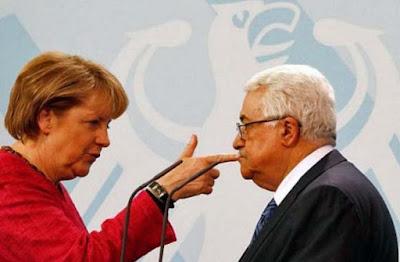 Lustige Bilder Politiker - Finger in Mund stecken