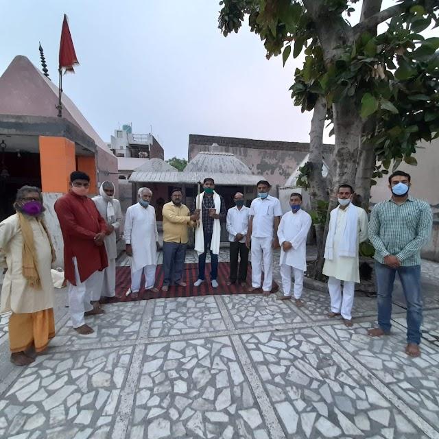 भगवान परशुराम प्राकट्य दिवस की पूर्व संध्या पर आयोजित कार्यक्रम में कमल कौशिक को भगवान परशुराम पुरस्कार से सम्मानित किया गया।