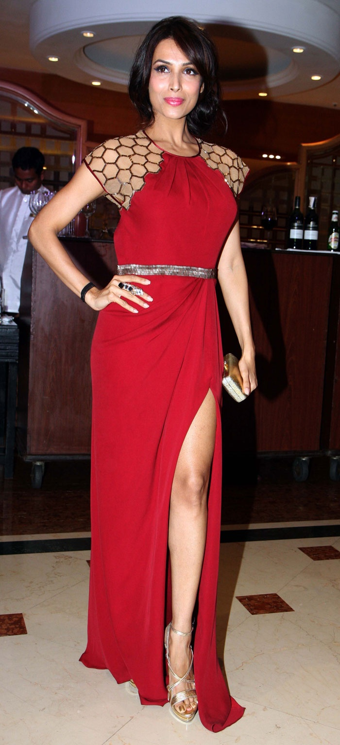 Bollywood actress Malaika Arora Khan is playing these days perfectly single  style game. Malaika recently been seen wearing the red color of the latest  ...