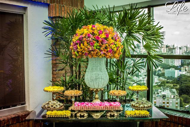 festa de formatura no pool bar do hotel sheraton porto alegre com decoração quente e colorida a cara do verão por life eventos especiais