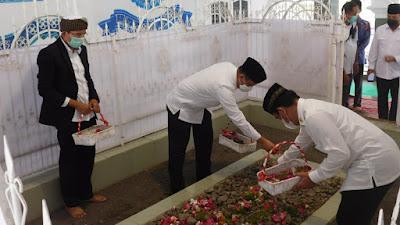 Didampingi TGB, Kepala BNPT Kunjungi Makam Pahlawan Nasional Maulana Syaikh