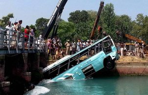 bus-mishap-in-river