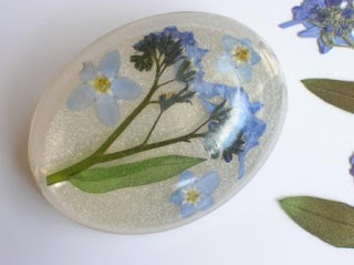 Resin brooch for real flowers