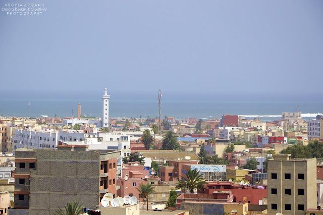 Panorama Casablanki i ocean. Widok z minaretu