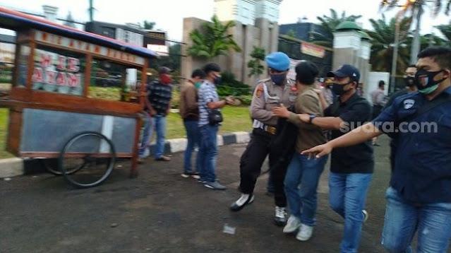 Polisi Sisir Gerombolan Perusuh Tanpa Atribut di Demo Tolak RUU HIP, Satu Orang Diamankan