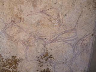 Restos de decoración pictórica
