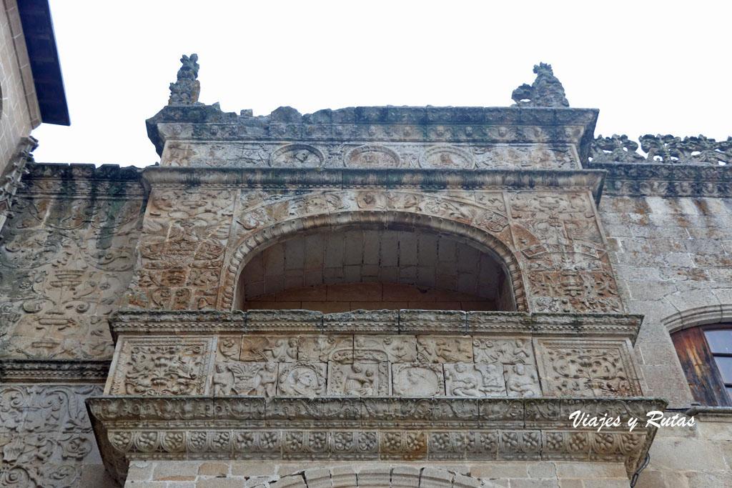 Balcón de las reliquias de la Catedral de Coria