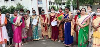 अनुसूचित जाति की महिलाओं द्वारा कलेक्ट्रेट कार्यालय में सौंपा ज्ञापन