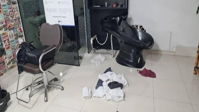 Ladrões são presos em boca de fumo após arrastão em barbearia