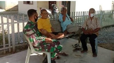 Babinsa Koramil 05/Darul Makmur Melaksanakan Komsos Dengan Mensosialisasikan Protokol Kesehatan