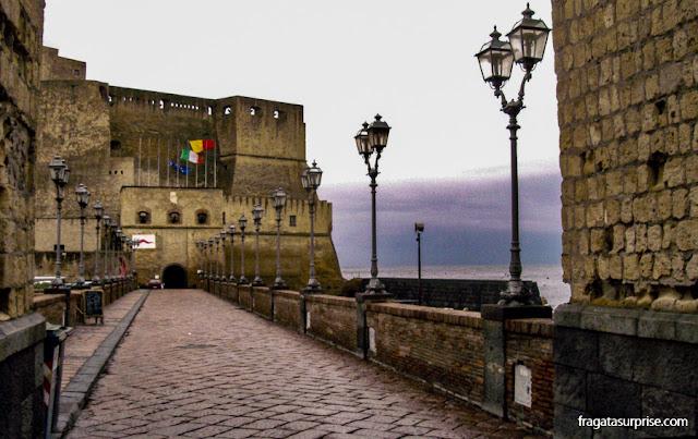 Castel dell'Ovo, local da fundação de Nápoles pelos gregos